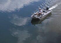 Hoe oud moet je zeilen om een boot te besturen